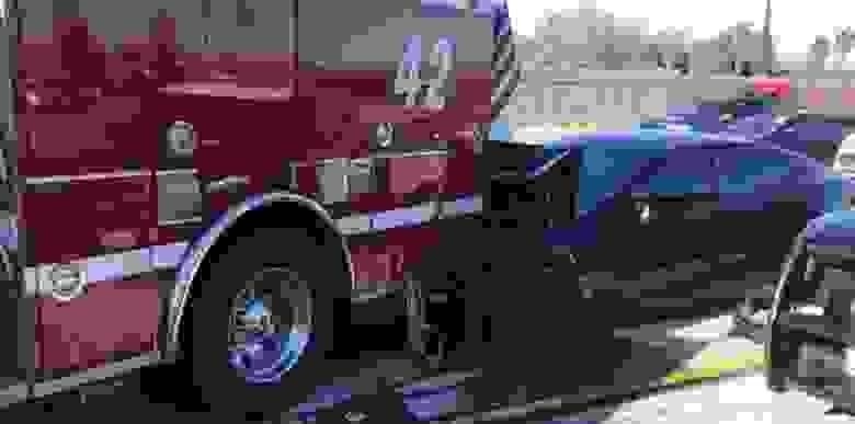 Tesla Model S с функцией автопилота врезалась в пожарную машину / Electrek