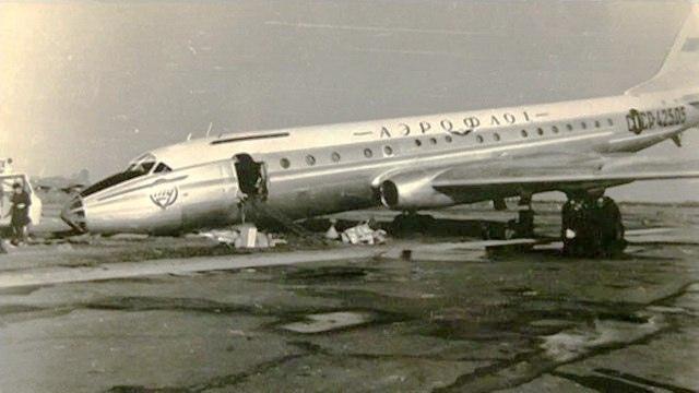 Ту-104Б 42505 сразу после посадки