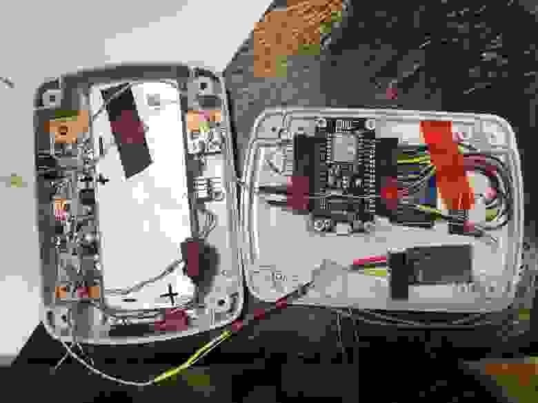 Рис. 4. Информер в режиме отладки с Bluetooth модулем и большим красным светодиодом.