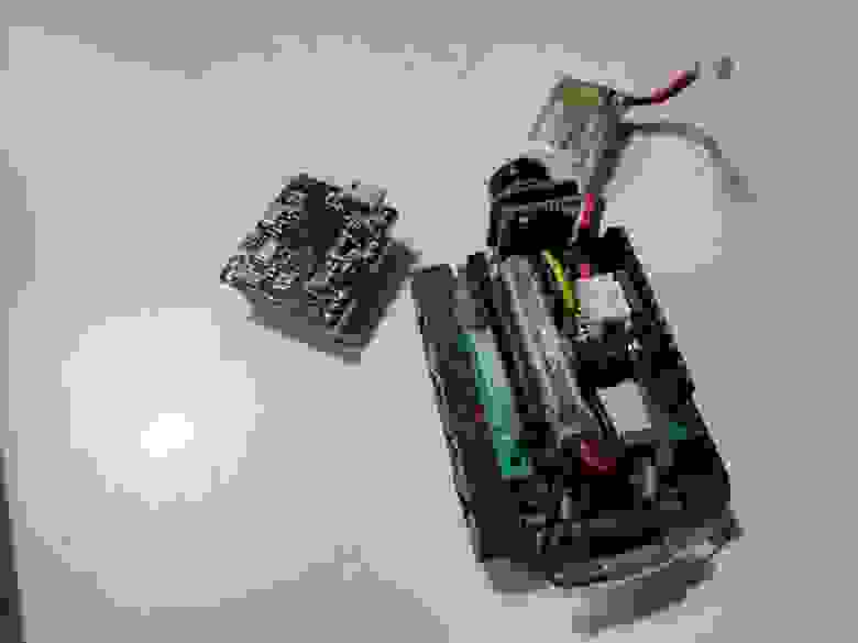Каким-то чудом запихнули туда видео-передатчик на 5Ghz с камерой (Q25 MINI)