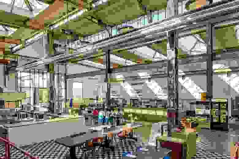 Еще одно преобразованное производственное помещение в Эйндховене, который в одночасье «осиротел» после перевода нескольких градообразующих предприятий Philips в Китай