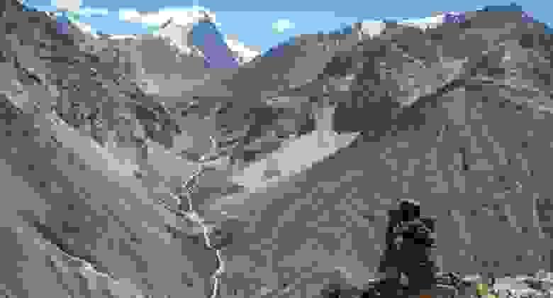 Центральную часть Афганистана составляют неприступные горы Гиндукуш. Высота наивысшей горы Ношак составляет 7492 м