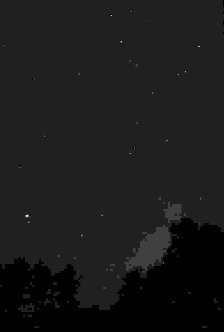Млечный путь, Юпитер (слева снизу) и Сатурн (снизу ближе к центру), пос. Научный, Крым, 04.09.21, 21:50, Huawei P40 Pro Plus, ISO 500, 30s