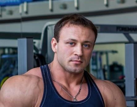 Максим, тренер спортклуба
