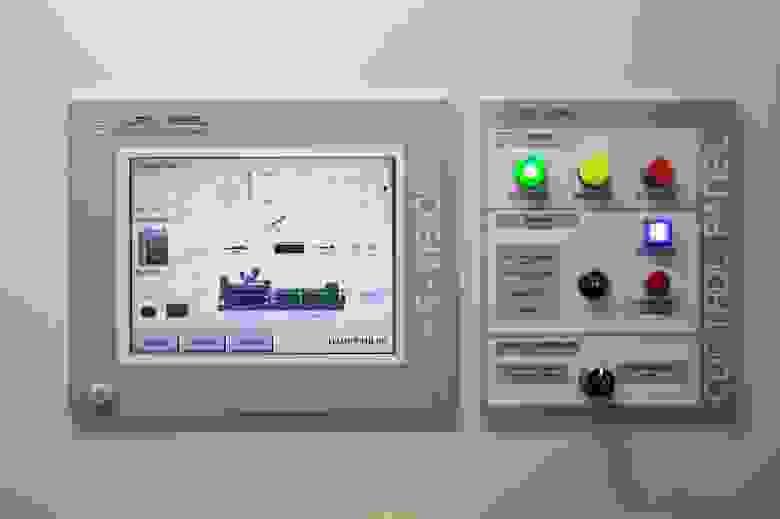 Сенсорная панель на щите управления ДИБП.