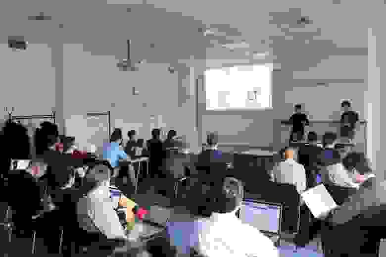 """Занятия проходят в одном из офисов JetBrains — БЦ """"Таймс"""" на Кантемировской, 2"""