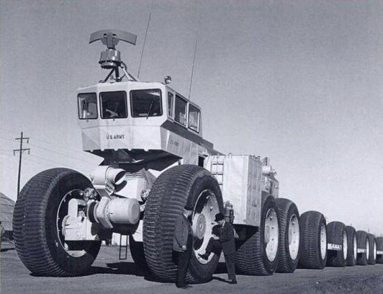 Тот самый 200-метровый автопоезд TC-497, вернее, его локомотив. На первый взгляд - бессмысленный и беспощадный гигантизм, служащий лишь удовлетворению непомерного эго руководителей проектов и освоению таких же непомерных бюджетов...