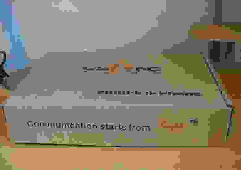 Вид упаковки телефона Escene ES220