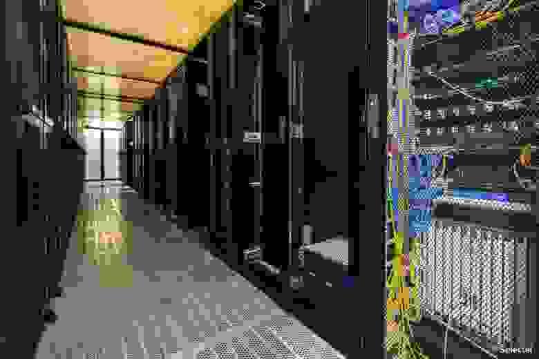 Холодный коридор в дата-центре Цветочная 2