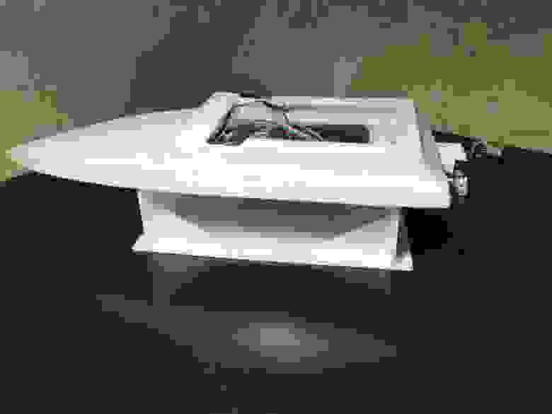 Очищенная от грязи лодка выглядит намного лучше