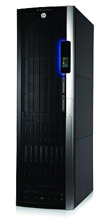 HP выпускает стойку на два шасси Integrity Superdome 2, на дверце которой установлена ЖК-консоль для контроля состояния сервера