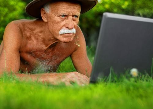 Дедушка старый, ему все равно?