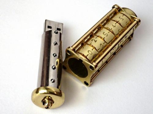 Флешка-криптекс для любителей дизайна и криптографии