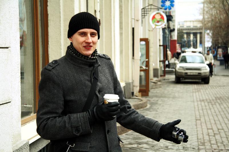 Мой товарищ со счётчиками. Улица Ленина, Новосибирск. Фото Дмитрия Кречетова
