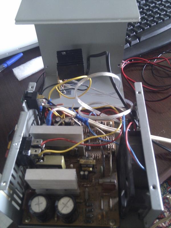 Далее была сооружена защита от КЗ, правда пока только для 5-вольтового выхода.  Схема найдена в интернете...