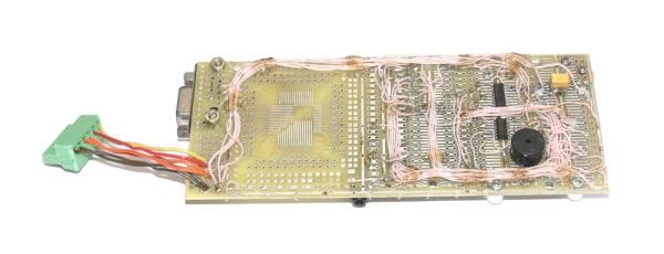 Схема содержит модуль, держатель SIM-карты, разъем для подключения гарнитуры, разъем клавиатуры и пару микросхем...