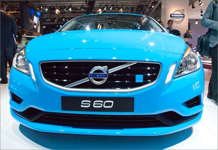 машины голубого цвета фото