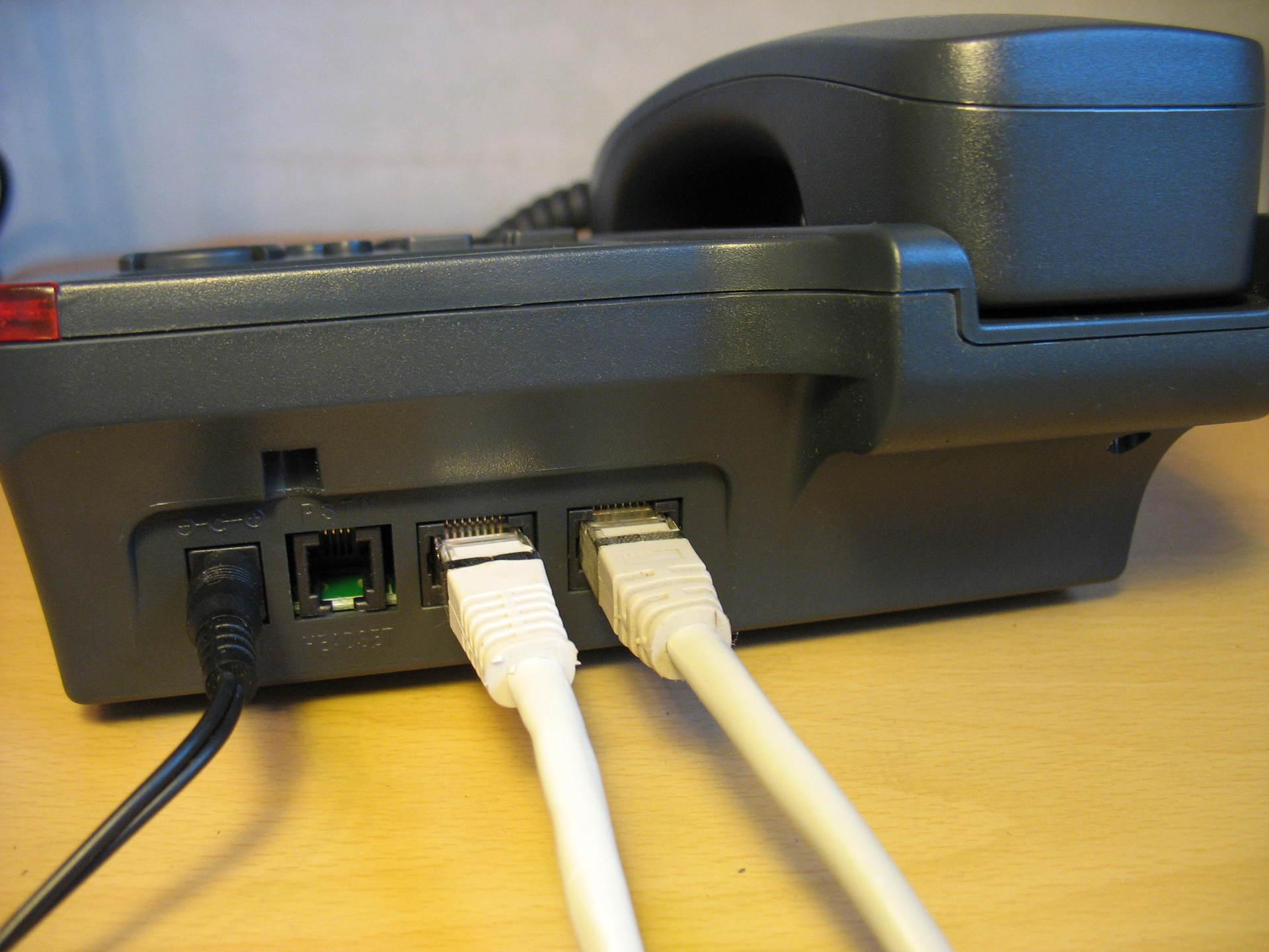 Панель с подключенными проводами