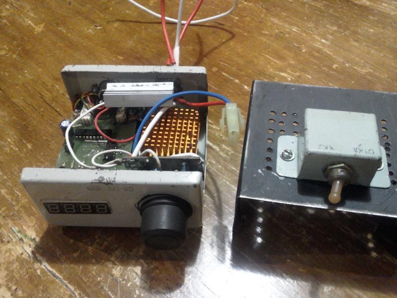 DIY цифровой тахометр на AVR ATtiny2313, КР541ИД2 и оптопаре.