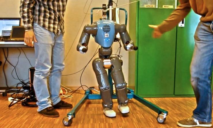 COMAN: очень устойчивый гуманоидный робот