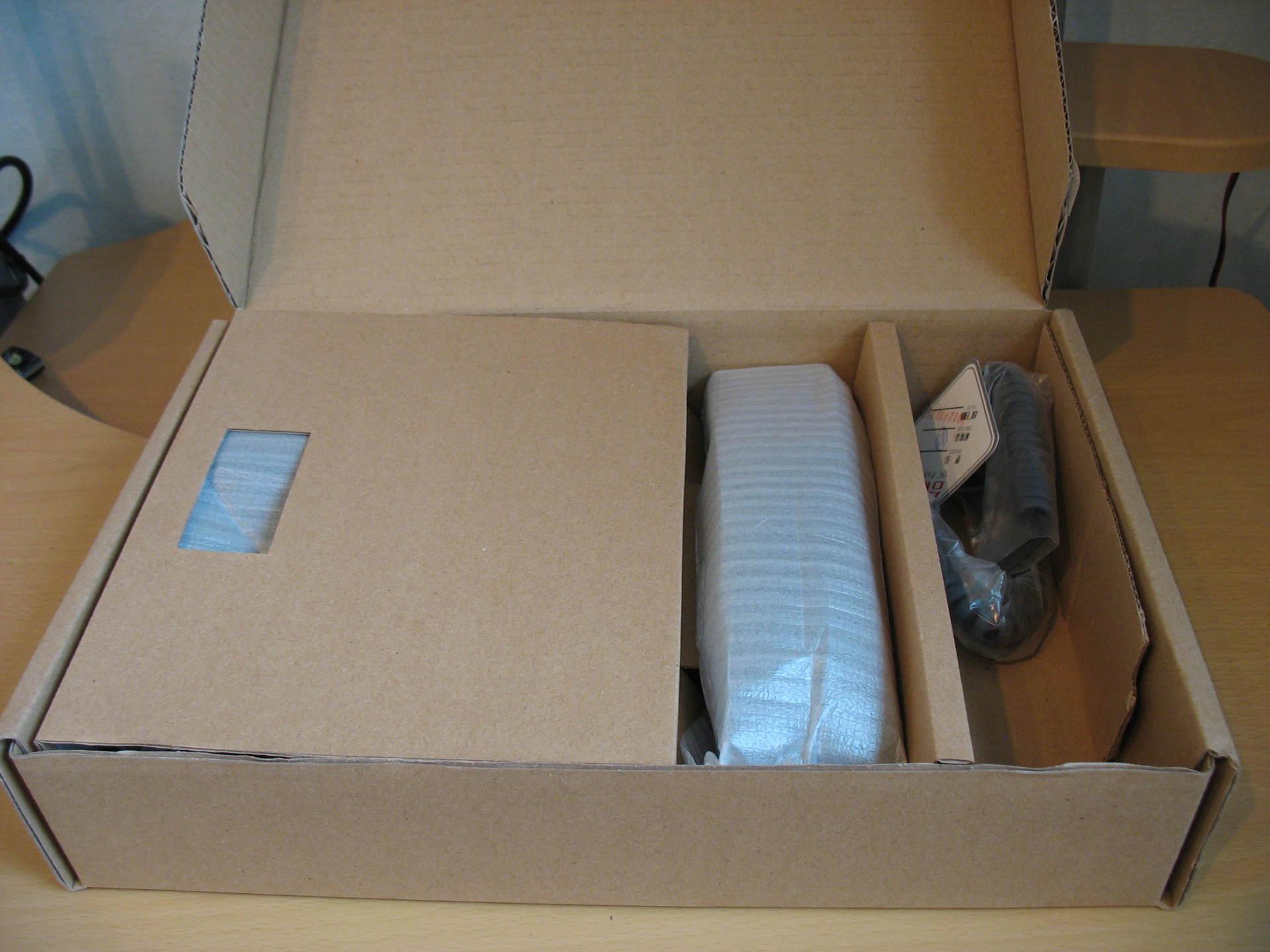 Внутри коробки телефона Escene ES220