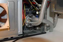Компьютер подключен к системе водяного охлаждения