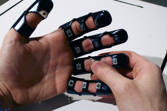Glove One — интересная перчатка-телефон