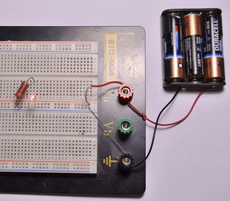 Батарейки подключены к