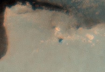 Если взглянуть на фотографию Opportunity, то можно увидеть тень от его мачты.