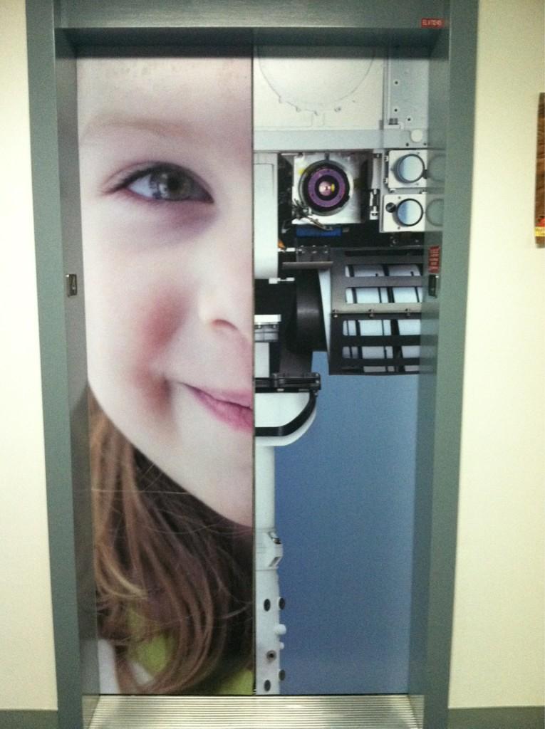 Двери лифта в JPL NASA.