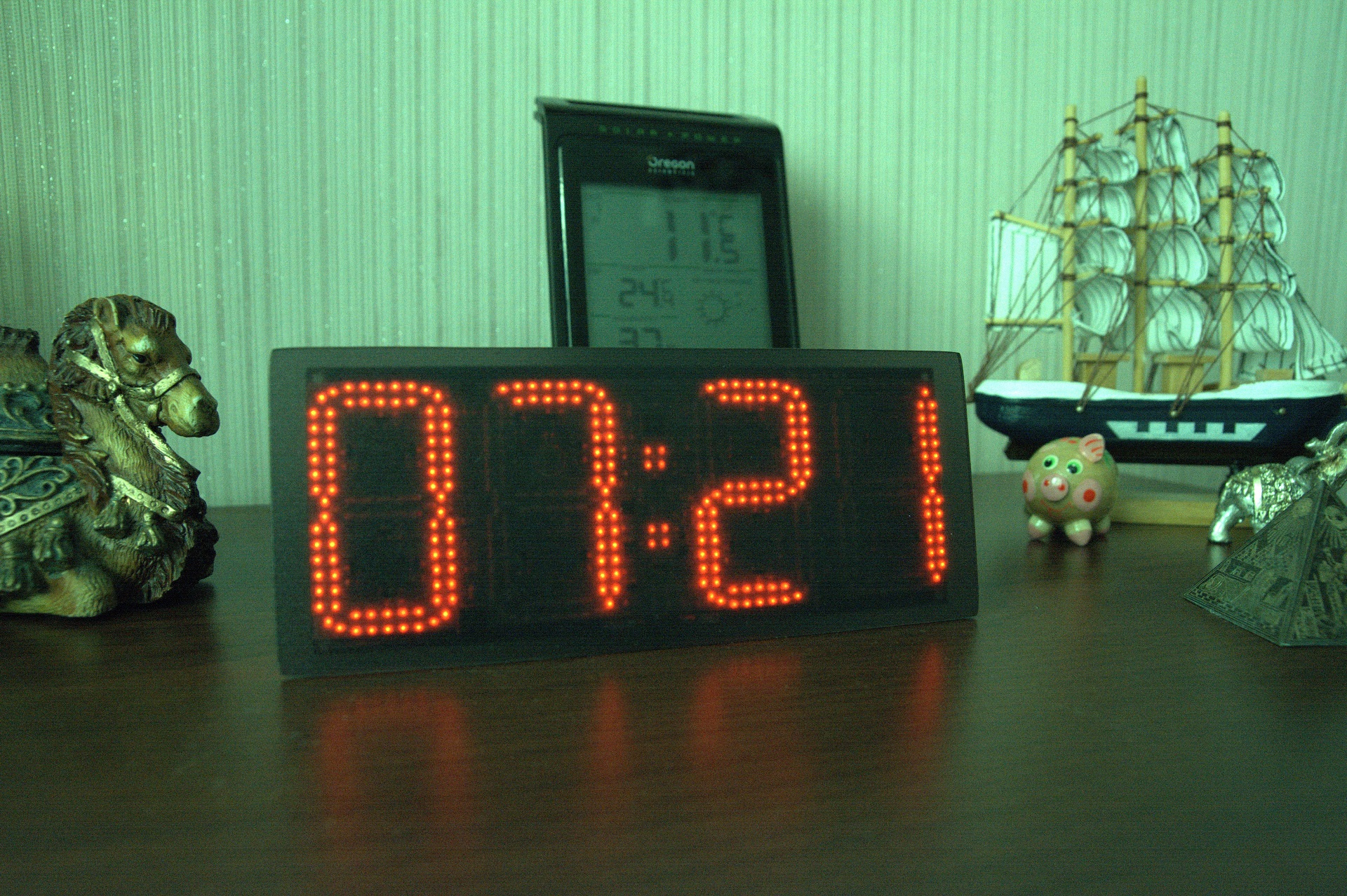 Ещё одни часы с WiFi. Clock380