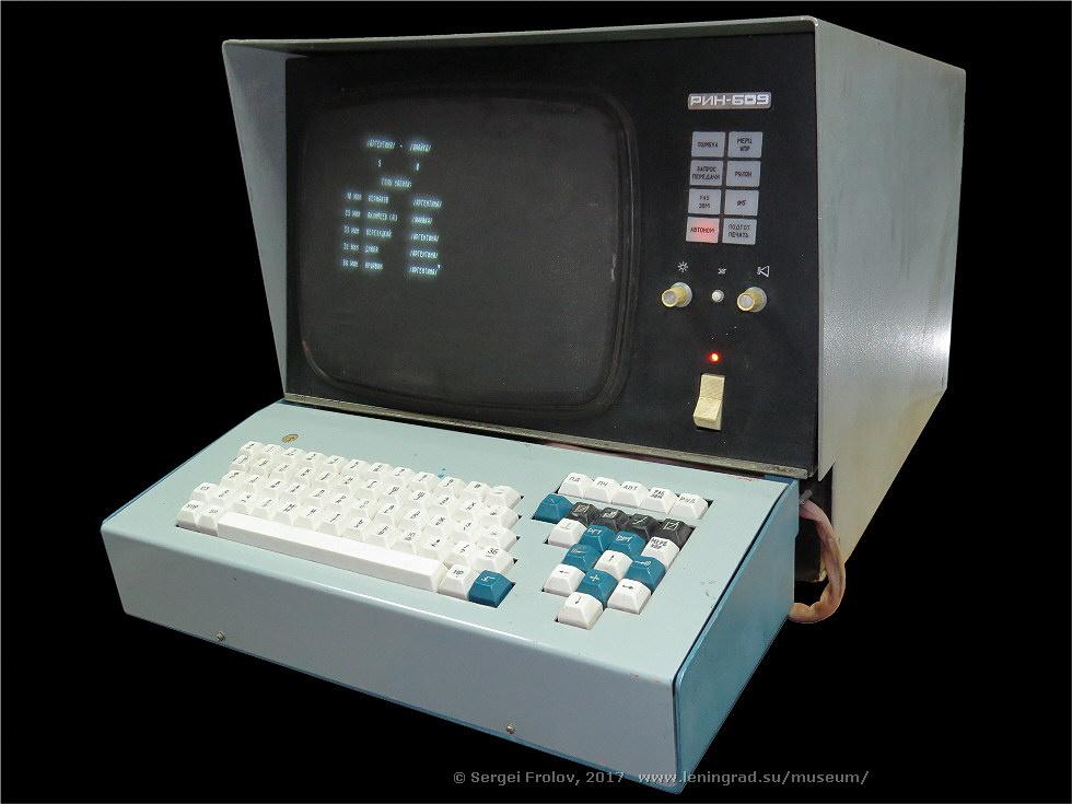 Векторный дисплей РИН-609