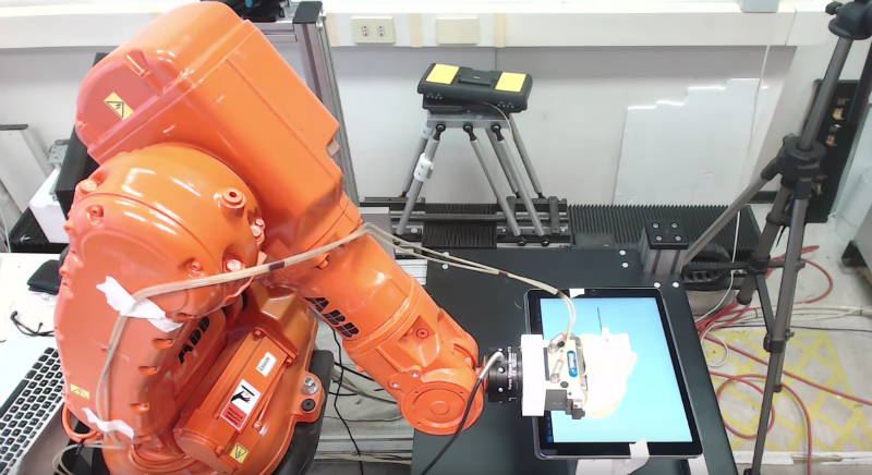 Исследователи научились атаковать промышленных роботов. Тысячи из них доступны из сети
