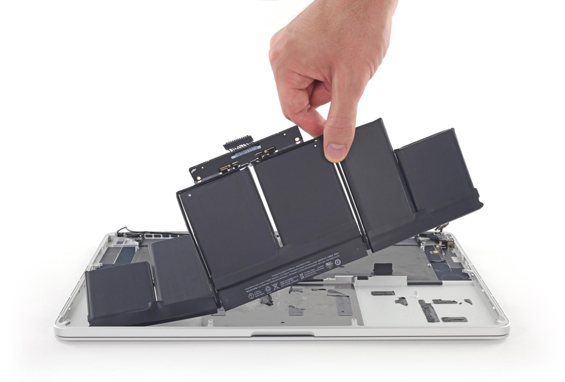 Найден растворитель для клея, которым приклеиваются батареи MacBook Pro