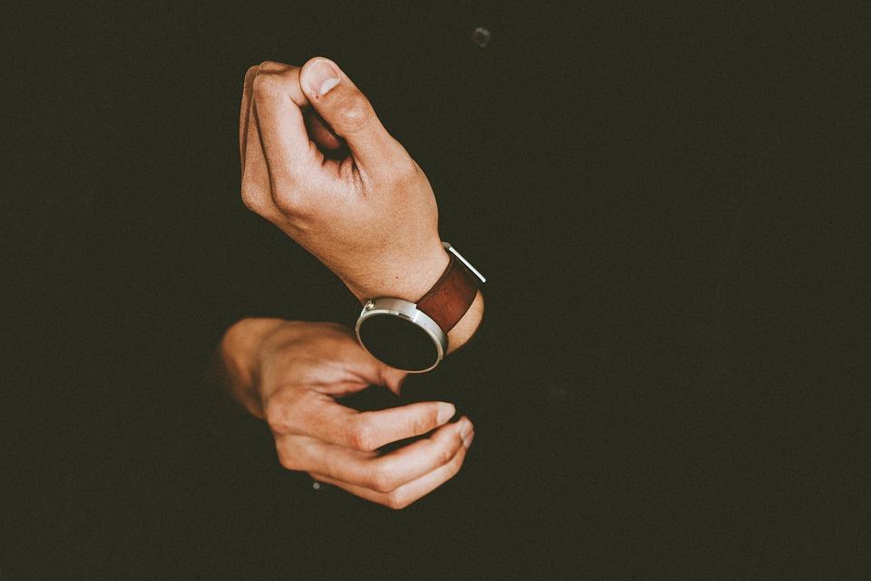 кому из целевой аудитории нужны дорогие часы в вашем интернет-магазине