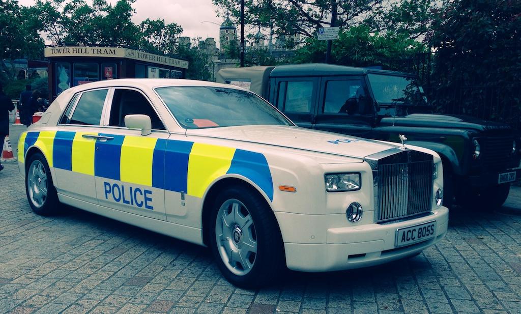 полиция в Лондоне ездит на роллс ройсе