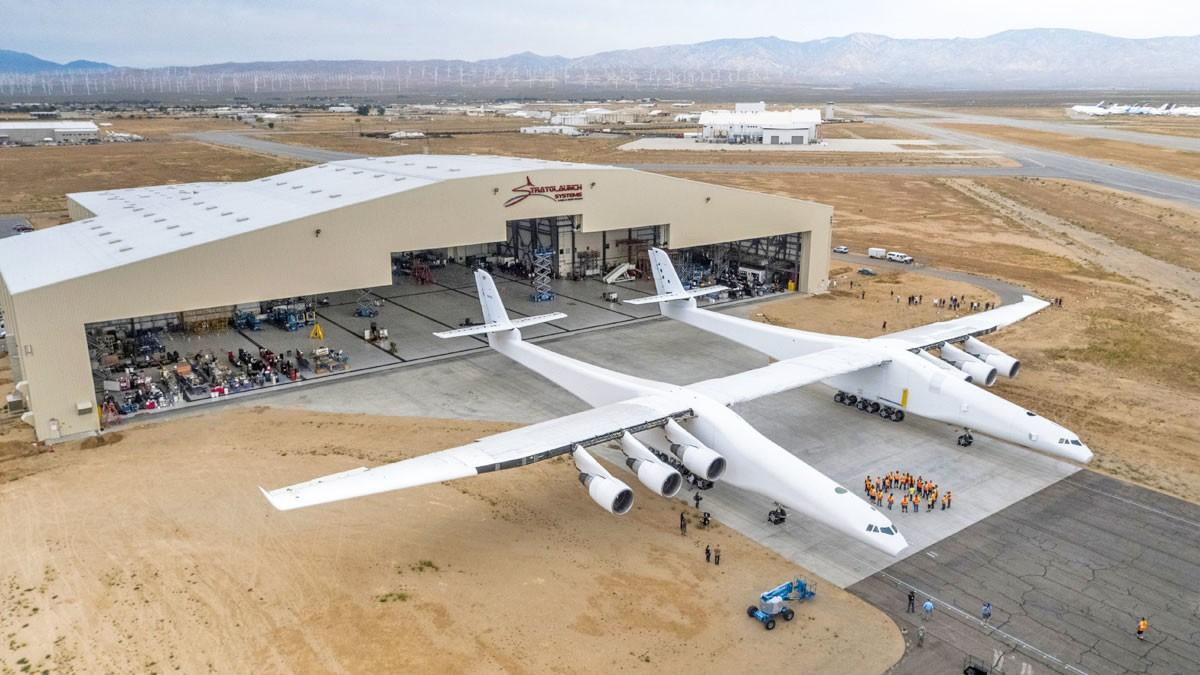 Самолет ссамым длинным вмире крылом впервый раз запустил свои двигатели