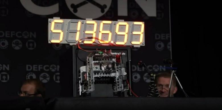 Самодельный робот на Arduino вскрывает сейфы брутфорсом