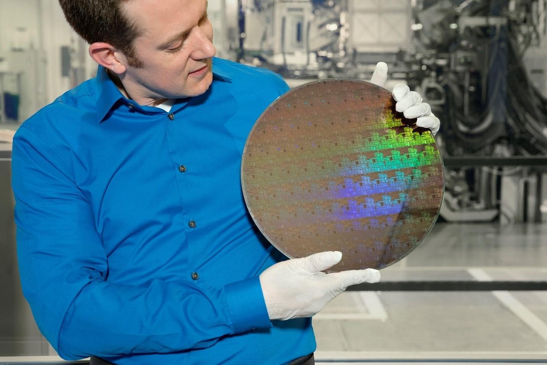 Компания IBM представила первый в мире 5-нанометровый чип