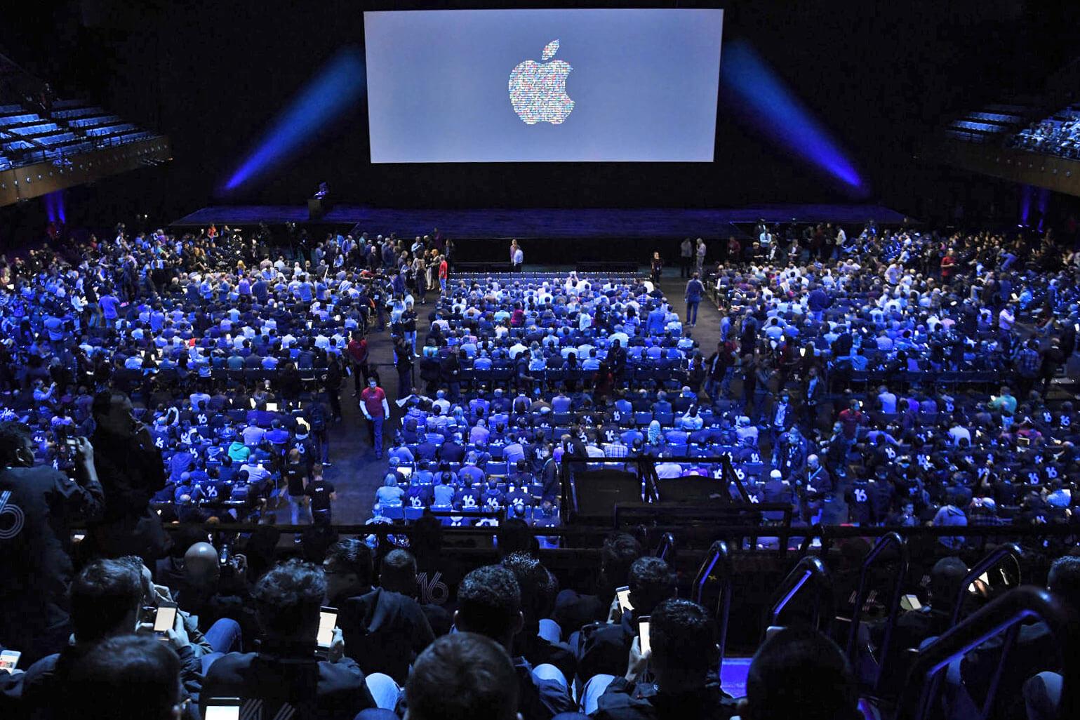 Компания Apple провела свою презентацию официально представив свои новинки