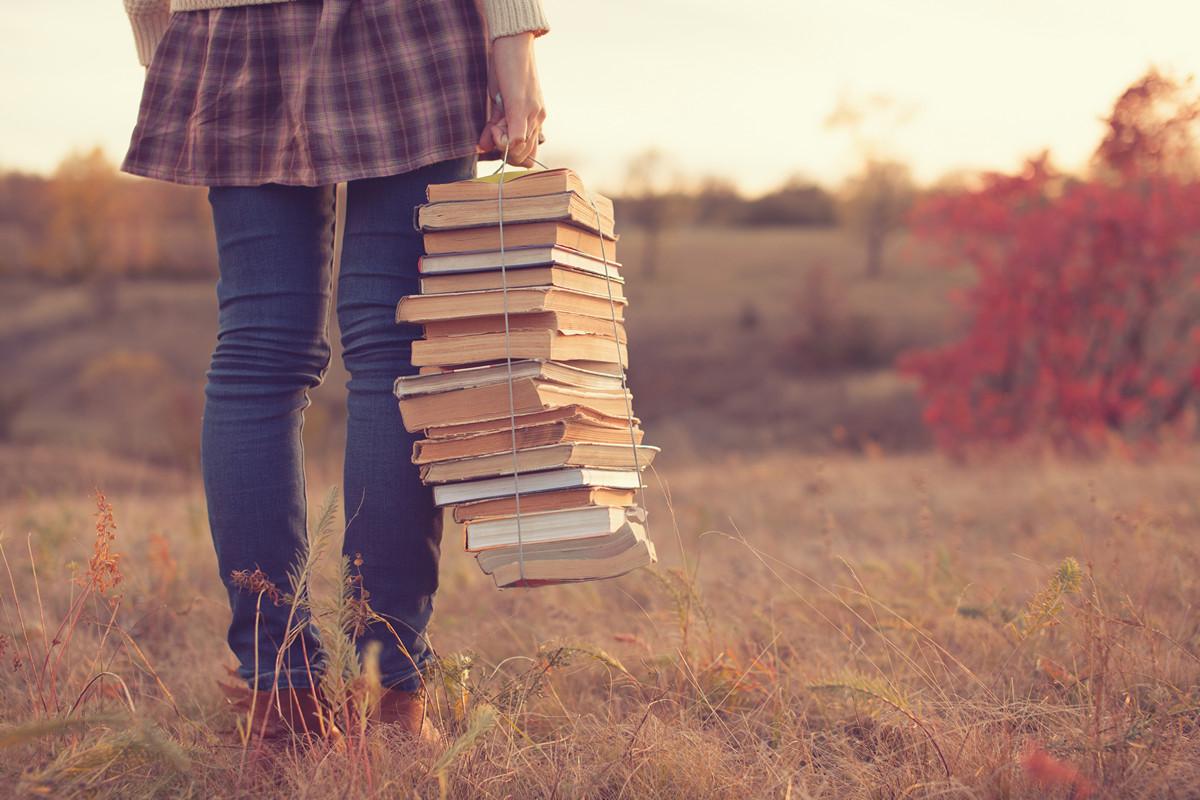 Картинки с девушками и книгой