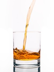 Небольшая доза алкоголя действительно улучшает навыки владения иностранным языком