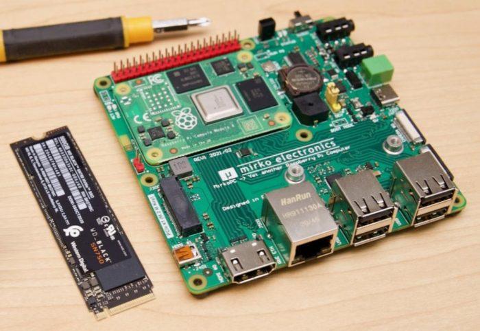 MirkoPC  док-станция для Raspberry Pi 4, превращающая малинку в полноценный ПК