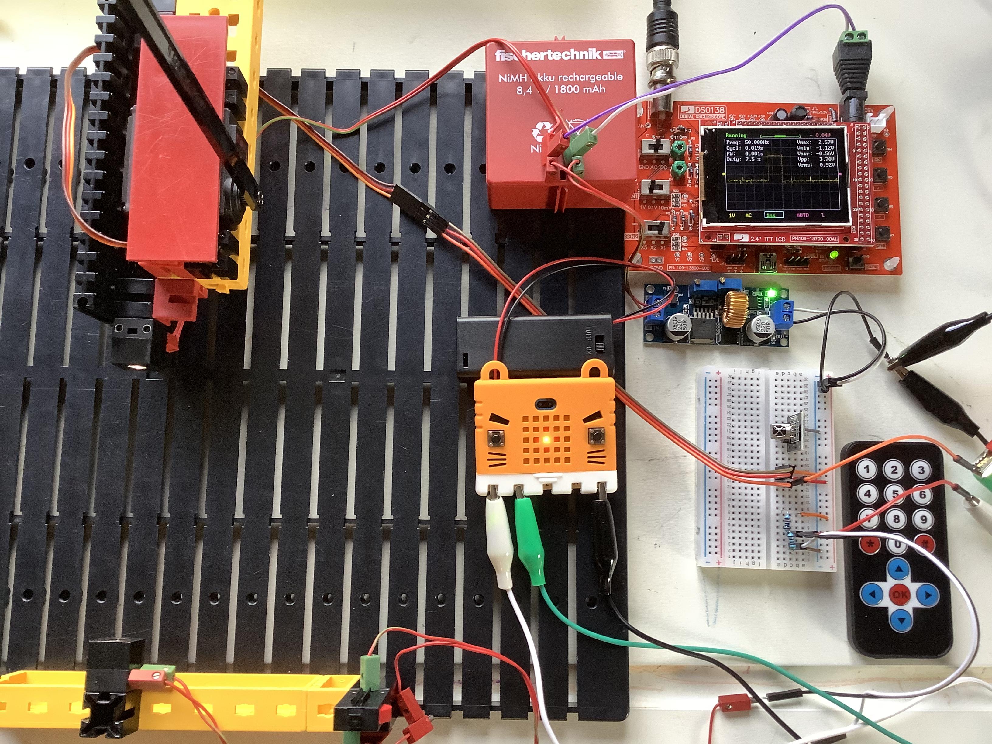 Конструкторы Fischertechnik плюс одноплатный компьютер BBC MicroBit, устройства для Arduino и детали 3D принтеров