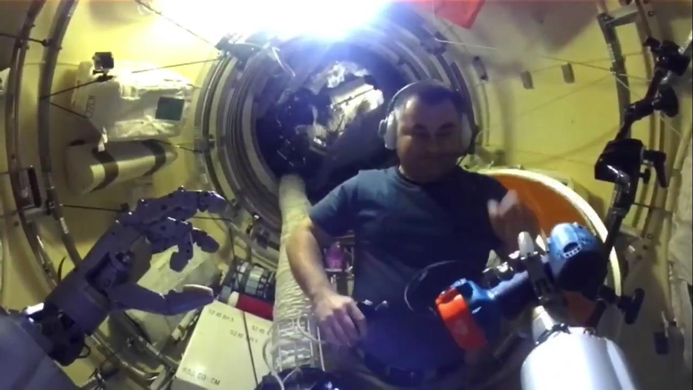 какое положение занимает космонавт перед взлетом