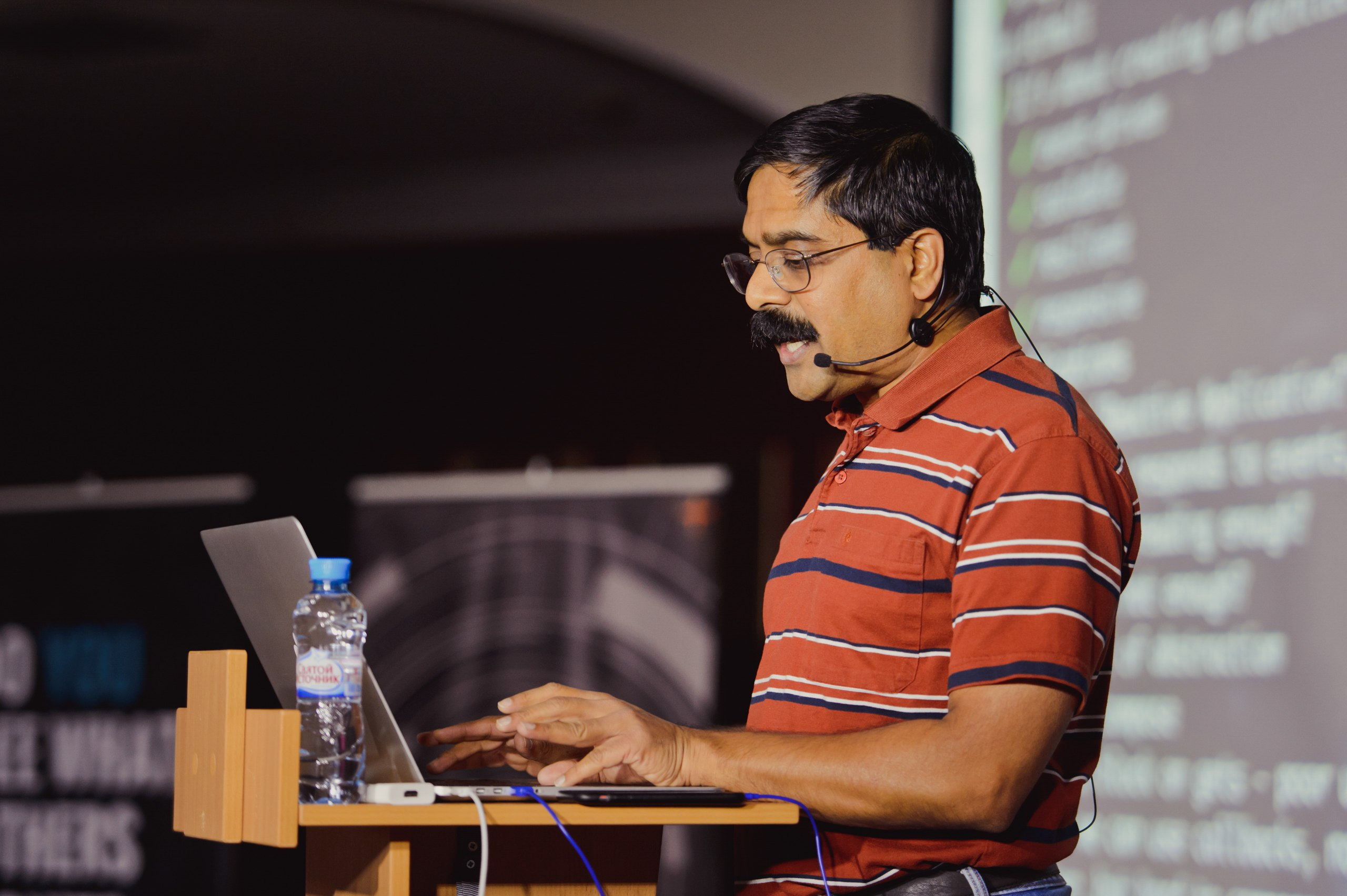 """We all aspire to complexity, and then we fight it"": an interview with Venkat Subramaniam               ""How many viewers will come to your Java report?"" It depends on whether Venkat is performing at the same time in the next room. ""           This is a joke with a fair amount of truth: in the Java world  Venkat Subramaniam  - one of the most famous speakers, so that at conferences it is really capable to draw spectators from other halls. He relentlessly moves around the planet and recently set an impressive record, to his 50th birthday in one year before 50 different Java User Groups.           What is it like, when your Java career is not ""sitting in the office"", but ""constantly moving""? And what does Venkat think about current Java issues? In October, he will reach St. Petersburg, and on the eve of this we (               ""How many viewers will come to your Java report?"" It depends on whether Venkat is performing at the same time in the next room. ""           This is a joke with a fair amount of truth: in the Java world  Venkat Subramaniam  - one of the most famous speakers, so that at conferences it is really capable to draw spectators from other halls. He relentlessly moves around the planet and recently set an impressive record, to his 50th birthday in one year before 50 different Java User Groups.           What is it like, when your Java career is not ""sitting in the office"", but ""constantly moving""? And what does Venkat think about current Java issues? In October, he will reach St. Petersburg, and on the eve of this we ("