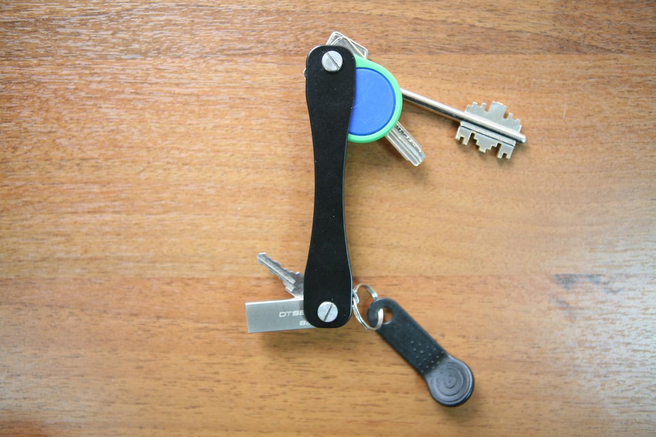Нашей ключнице SmartPoket — год. И она подешевела