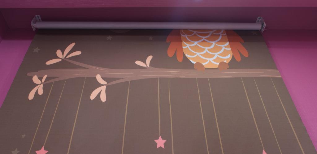 Закрепленная собранная штора