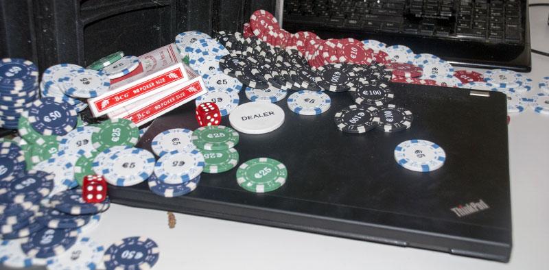 Эмиссия покерными фишками