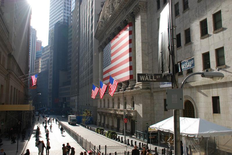Атака на Комиссию по ценным бумагам и биржам США: похищенные данные могут б ...
